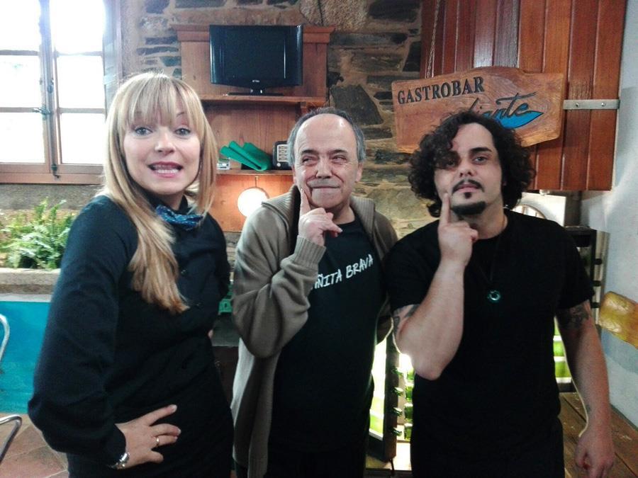 https://www.facebook.com/CasaManola/